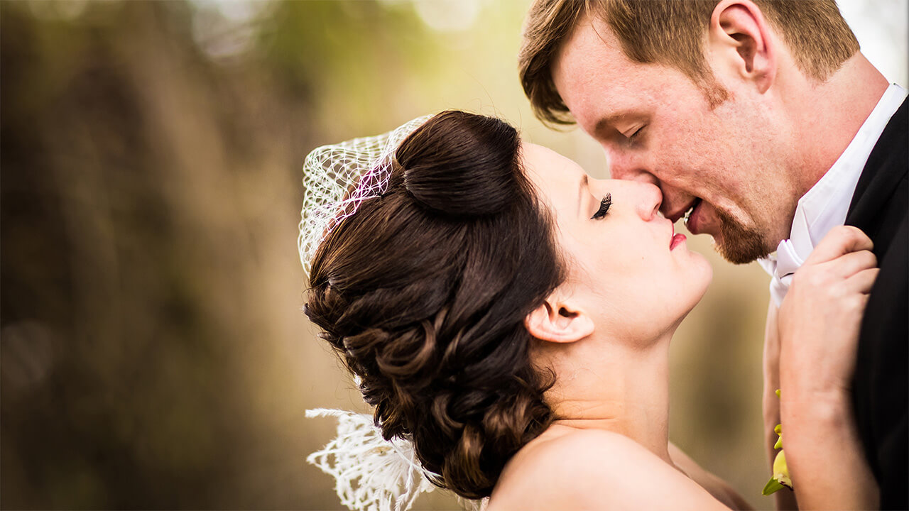 Edmonton Wedding Photographer with couple kissing passionately